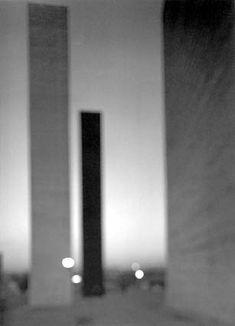 Hiroshi Sugimoto  Satelite City Tower  Gelatin Silver Print  50,8 x 60,96 cm non-encadré  20 x 24 inch  2002