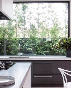 The Ideal Approach to Awesome Kitchen Window Design In feng shui, the kitchen is regarded as the area of the house that sustains life and nourishes th. Beautiful Kitchens, Cool Kitchens, Interior Architecture, Interior Design, European Home Decor, Window Design, Modern Kitchen Design, Cheap Home Decor, Kitchen Interior