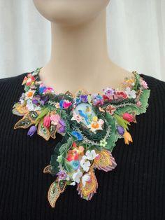 Collier plastron éclosion printanière : Collier par les-bijoux-de-rose