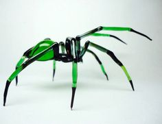 Glass sculptures of insects so realistic they make our skin crawl