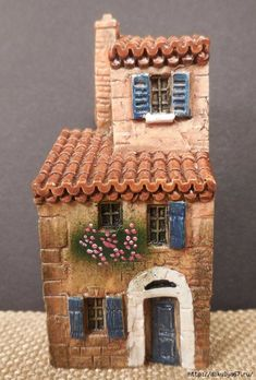 Clay Houses, Ceramic Houses, Miniature Houses, Putz Houses, Clay Projects, Clay Crafts, Diy And Crafts, Pottery Houses, Architectural Sculpture