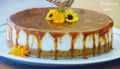 Semifrio com calda de caramelo No Bake Desserts, Dessert Recipes, Mousse, Christmas Deserts, Portuguese Recipes, Pavlova, Cakes And More, E Design, Food And Drink