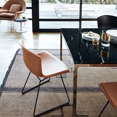 This is the new leather cowhide version of the Bertoia Side Chair designed by Harry Bertoia for Knoll in 1952, reissued in 2015. With a seat shell in three elegant colours it comes with a base in either new polished bronze, polished chrome, painted black or white.