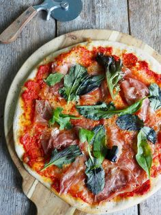 Pizza med prosciutto Prosciutto, Margarita, Vegetable Pizza, Yummy Food, Dinner, Vegetables, Pizza, Cold, Dining