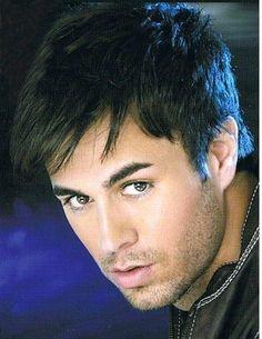 Enrique Iglesias . . . Those sexy eyes makes me melt !!