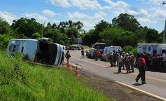 Ônibus estava a quase 120 km/h no momento do acidente, diz polícia