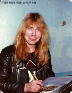 #wattpad #diversos ¡Primer libro de las curiosidades de Iron Maiden en Wattpad! Datos, anécdotas, fotos, etc. Espacio dedicado a una de las bandas más influyentes del Heavy Metal. ¡Up the Irons! Link a la segunda parte: http://w.tt/2nbn2F0