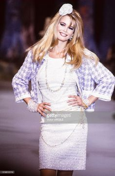 Claudia Schiffer walks the runway at the Chanel Ready to Wear Spring/Summer 1991-1992 fashion show during the Paris Fashion Week in October, 1991 in Paris, France.