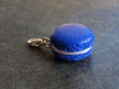Charms macaron couleur bleu foncé en fimo : Cuisine, gourmand par jl-bijoux-creation