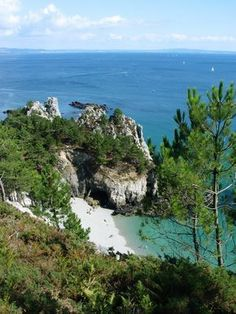 The Best Vacation Destinations In France – Travel In France Best Vacation Destinations, Best Vacations, Beautiful Places To Visit, Places To See, Brittany France, Ville France, France Travel, Beach Photos, Beach Trip