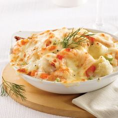 Gratin de fruits de mer chou-fleur et saumon Shellfish Recipes, Seafood Recipes, Vegetarian Recipes, Dinner Recipes, Cooking Recipes, Healthy Recipes, Keto Recipes, Confort Food, Cauliflower Gratin