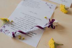 Virág mintákkal díszített meghívó. A hasáb alakú dobozában található a szatén és organza szalaggal díszített kémcső. A benne található pauszpapíron olvashatóak a meghívóra megálmodott szövegek. A pauszpapír feltekerve, organza szalaggal átkötve található a kémcsőben. #lilameghívó #esküvőimeghívó #meghívó #testtube #testtubeinvitation #flowersinvitation #kreatívcsiga #weddinginvitation #bluewedding #invitation #esküvő #virágosmeghívó #purpleinvitation #classicalinvitation #elegánsmeghívó Place Cards, Place Card Holders