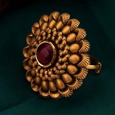 Gold Ring Designs, Gold Bangles Design, Gold Earrings Designs, Gold Jewellery Design, Indian Jewelry Earrings, Gold Rings Jewelry, Gold Jewelry Simple, Antique Gold Rings, Antique Jewellery