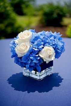 blue hydrangea and white roses in square vase Blue Centerpieces, Wedding Centerpieces, Wedding Table, Wedding Decorations, Centerpiece Ideas, Blue Wedding Flowers, Flower Bouquet Wedding, Blue Bouquet, Blue Roses