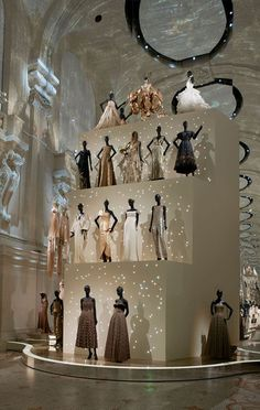 """From July of 2017 to January of the Musée des Arts Décoratifs in Paris hosted the exhibition """"Christian Dior: Designer of Dreams. Student Fashion, School Fashion, Fashion Art, New Fashion, Trendy Fashion, Fashion Models, Fashion Design, Moda Aesthetic, Dior Designer"""