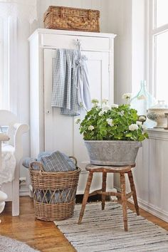 Shabby Chic ( By Vibeke Design) Decor, Interior, Chic Living, Home Decor, House Interior, Chic Bedroom, Shabby Chic Furniture, Shabby Chic Homes, Chic Home Decor