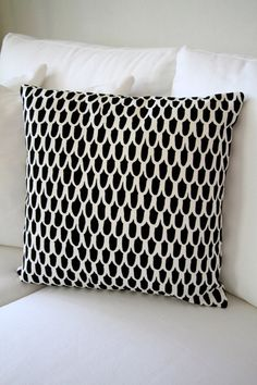 Marimekko cushion - would go well with the one I already have! Textiles, Marimekko Fabric, American Interior, Black And White Baby, White Cottage, White Texture, Monochrom, Cushions, Pillows