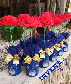 La imagen puede contener: 1 persona, flor y planta Prince Birthday Party, First Birthday Parties, First Birthdays, Beauty And Beast Wedding, Beauty And The Beast Party, Blue Party Decorations, Baby Shower Decorations For Boys, Little Prince Party, The Little Prince