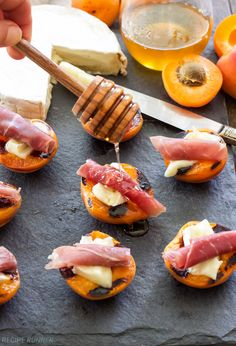 Grilled Apricots with Brie, Prosciutto and Honey. An easy to make, sweet and salty grilled appetizer! These Grilled Apricots with Brie, Prosciutto and Honey are perfect for your next barbecue! Grilled Fruit, Grilled Peaches, Grilling Recipes, Gourmet Recipes, Cooking Recipes, Gourmet Foods, Gourmet Appetizers, Appetizer Recipes, Prosciutto Crudo