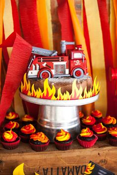 Fireman Birthday Party Cake And Printable Flames #FiremanBoysPartyCakePrintables                                                                                                                                                                                 Más