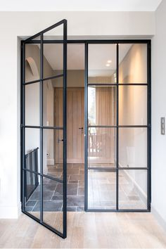 Französische Inneneinrichtung Home Sweet Home Exterior Doors, Interior And Exterior, Black Interior Doors, French Interior, Sweet Home, Steel Doors, Steel Windows, Glass Door, New Homes