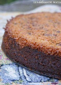 Ce gâteau, c'est de la bombe! Il s'apparente un peu au gâteau Reine-Élizabeth mais personnellement, je préfère celui-ci. La pomme apport... Easy Cake Recipes, Cupcake Recipes, Sweet Recipes, Dessert Recipes, Vegan Apple Cake, Gateau Cake, Chocolat Cake, Semolina Cake, Desserts With Biscuits