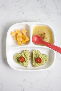You don't have to be a toddler to want to eat these fun and healthy meals! Here's a look at what I fed the twins this week. Toddler Menu, Picky Toddler Meals, Toddler Lunches, Kids Meals, Toddler Food, Toddler Dinners, Toddler Twins, Easy Meals, Toddler Nutrition