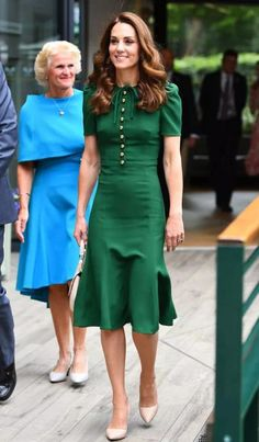 The Duchess of Cambridge, the patron of AELTC will attend the Wimbledon Ladies Singles Final wearing green Dolce and Gabbana Dress. It is Duchess' Vestido Kate Middleton, Looks Kate Middleton, Kate Middleton Photos, Pippa Middleton, Kate Middleton Outfits, Kate Und William, Duchesse Kate, Style Royal, Look Star