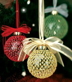 Teardrop Christmas Ornaments - tutorial to make these ball decorations