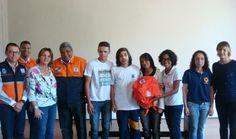 CONSTRUINDO COMUNIDADES RESILIENTES: Agentes Comunitários Escolares Recebem kits de Pre...