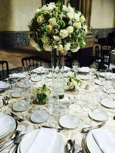 Un lindo centro de mesa para una boda de noche!