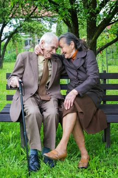 Photo by andreazovoba. Cute 80 plus year old married couple posing for a portrait in their garden. Older Couples, Couples In Love, Cute Old Couples, Happy Couples, Vieux Couples, Old Married Couple, Grow Old With Me, Growing Old Together, Couple Style
