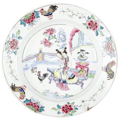 Assiette coquille d'oeuf peinte dans les émaux de la famille rose décorée de figures d'époque Yongzheng en porcelaine de Chine. Peinte dans les émaux de la famille rose, à décor de deux jeunes élégantes chinoises dans un jardin clos d'une barrière, sur l'aile, des coqs et des pivoines.