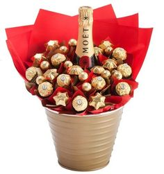 Your gift recipient will be the envy of family and friends with this gorgeous crimson bouquet. A bottle of luxurious Moet and Chandon takes centre stage amidst a red sea of Ferrero Rocher and Belgian (Bottle Gift Wrapping) Valentines Bricolage, Valentines Diy, Valentine Day Gifts, Chocolates Ferrero Rocher, Ferrero Rocher Bouquet, Homemade Gifts, Diy Gifts, Chocolate Flowers, Chocolate Strawberries