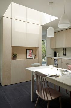Who doesn't love ta Scandi-style kitchen? When it comes to clean, uncluttered kitchen design, nobody does it better than the Scandinavians. Interior Exterior, Kitchen Interior, Interior Architecture, Kitchen Decor, Grey Brick Houses, Plywood Interior, Cocinas Kitchen, Three Bedroom House, Scandi Style