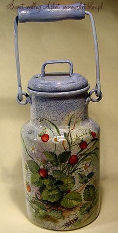 decoupage / milk can by Asket ? Metal Crafts, Diy And Crafts, Arts And Crafts, Tole Painting, Painting On Wood, Painted Milk Cans, Old Milk Cans, Decoupage Art, Rustic Decor