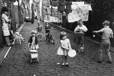 Shirley Baker: Women, Children and Loitering Men. Children playing in the street, Manchester, Black And White Portraits, Black White Photos, Black And White Photography, Shirley Baker, Street Photography, Portrait Photography, Social Photography, Baby Boomer, Street Portrait