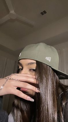 Swag Girl Style, Girl Swag, My Style, Black Girl Shirts, Vintage Nike Sweatshirt, Feminist Icons, Grunge Photography, Selfie Poses, Where To Buy Clothes
