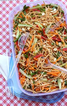 Cool off with Saucy Sesame Noodles Saucy Sesame Peanut Noodle Salad - A little Asian flavored, summer salad for those potlucks, picnics, or something easy to have in the fridge. Vegetarian Recipes, Cooking Recipes, Healthy Recipes, Vegetarian Picnic, Vegan Picnic, Vegan Potluck, Cooking Tips, Sesame Peanut Noodles, Sesame Noodle Salad