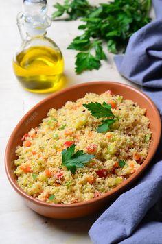 Если хочется распробовать кускус во всей красе, рекомендую этот рецепт )) Блюдо получается ароматное и вполне самодостаточное, которое, конечно, можно подавать и в качестве гарнира к мясу или рыбе. На всё про всё уходит совсем немного времени, и получается так по-домашнему, будто всю… Couscous, Risotto, Food And Drink, Cooking Recipes, Tasty, Meals, Baking, Ethnic Recipes, Cooking