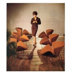 the Orange Slice Chair by Pierre Paulin in a Connery-era Bond movie. #paulin #movie