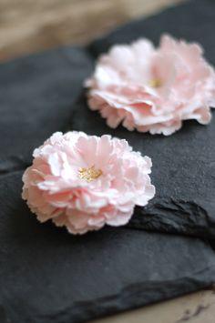 Superbe fleur en pâte à sucre. À tester :)