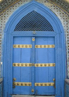 The door, so blue by Chiels
