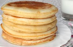 Pancakes No Milk, Greek Yogurt Pancakes, Almond Flour Pancakes, Cinnamon Roll Pancakes, Low Carb Pancakes, Chocolate Chip Pancakes, Pancakes Easy, Pancake Toppings, Pancake Cake