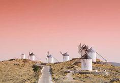 Los 20 pueblos medievales más bonitos. Molinos de viento en Consuegra Castilla la mancha.
