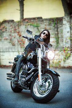 Lady Biker, Biker Girl, Biker Photoshoot, Chicks On Bikes, Harley Davidson Sportster 883, Pretty Cars, Hot Bikes, Motorcycle Style, Biker Chick