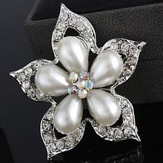 Beautiful Alloy And Rhinestone Brooches – GBP £ 2.55
