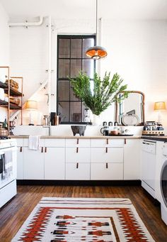 Trend+Alert:+Persian+Rugs+in+the+Kitchen+via+@mydomaine