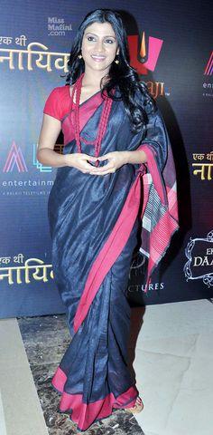 Konkona- saree :lovely combination and matching necklace Indian Attire, Indian Wear, Indian Outfits, Indian Style, Beautiful Saree, Beautiful Outfits, Chanya Choli, Simple Sarees, Stylish Sarees