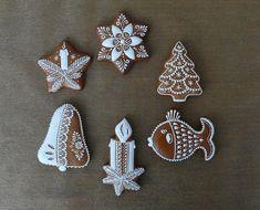 Dekoratívne medovníky - Fotoalbum - Vianočné Christmas Decorations, Sugar, Cookies, Desserts, Wafer Cookies, Xmas, Christmas Stars, Decorated Cookies, Christmas Ornaments